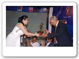 ms._barkha_dattani_receiving_an_award_from_mr._r.c._sinha